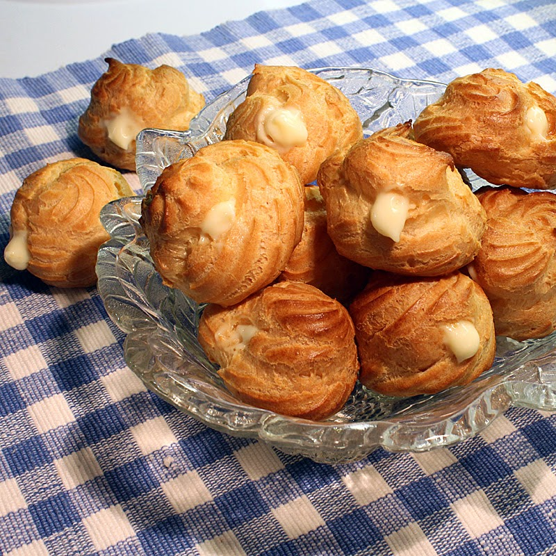 Cream Puffs filled with vanilla pudding