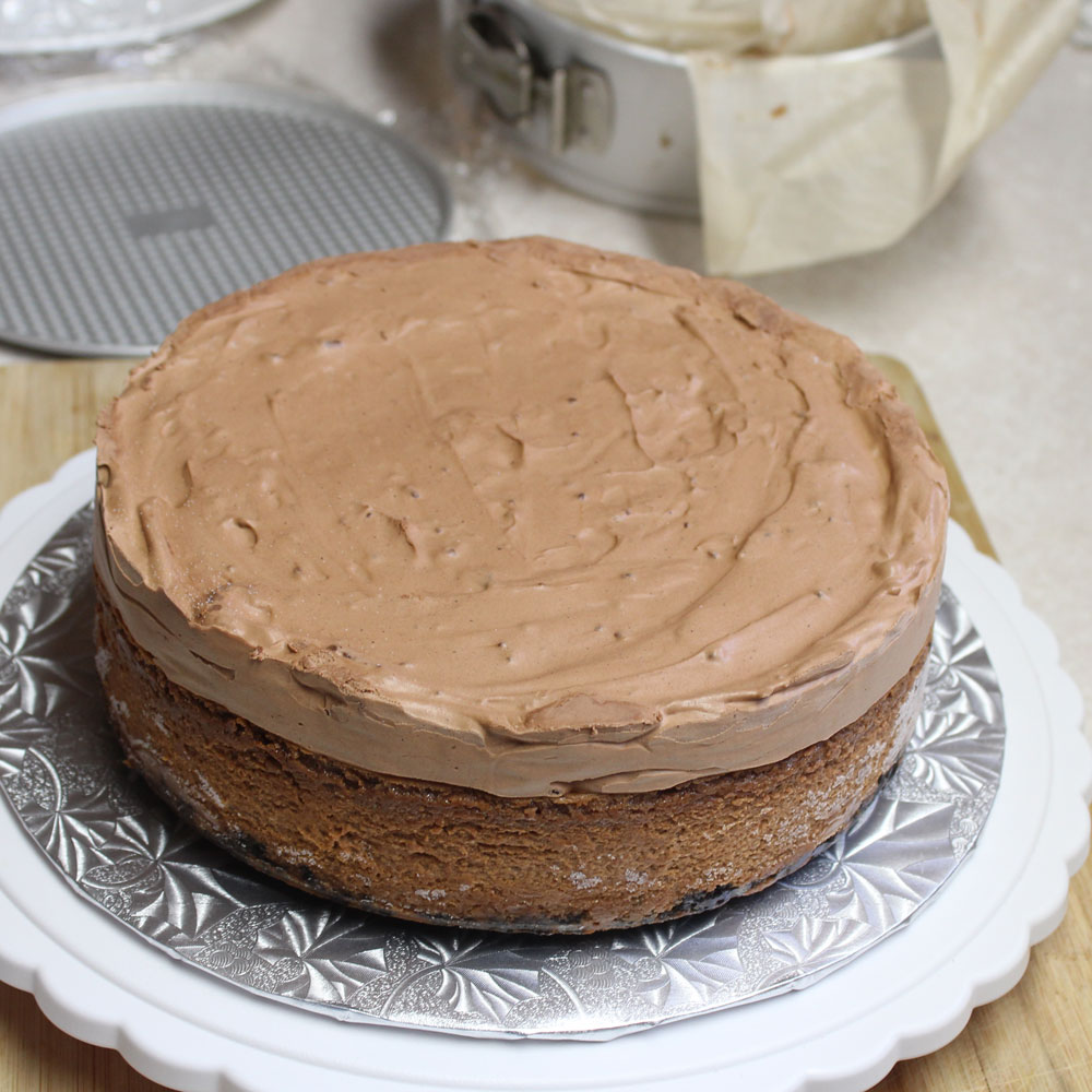 Cheesecake topped with mousse